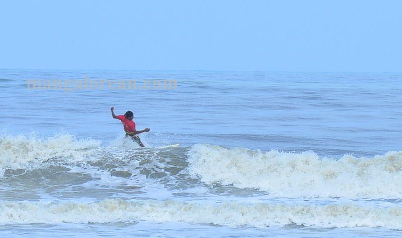 image008surfing-tannir-bavi-beach-020160522-008
