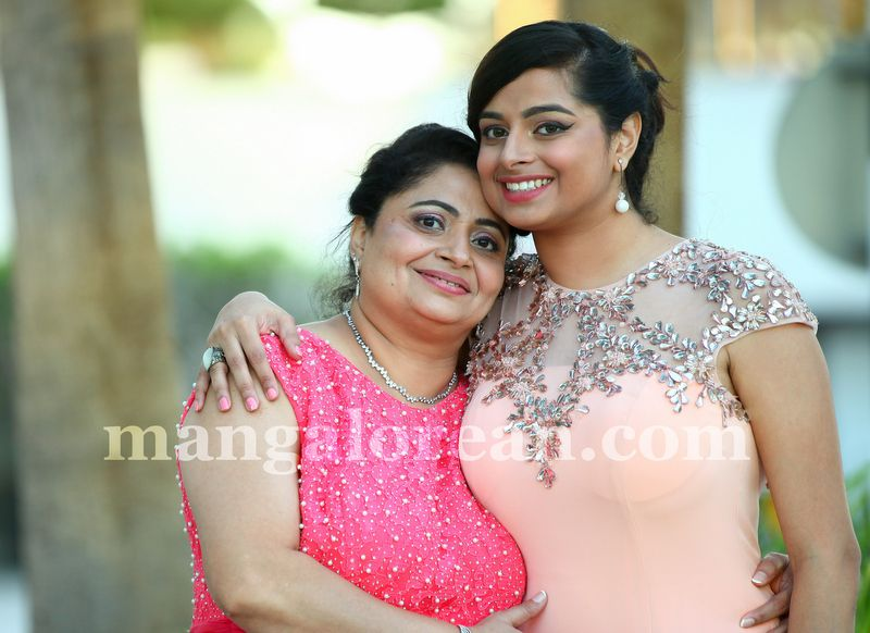 image009mother-daughter-look-alike-020160502-009
