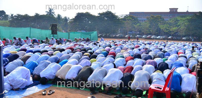 image009muslim-pray-rain-20160501-009