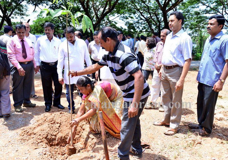 image014aircrash-victims-kulooor-020160522-014