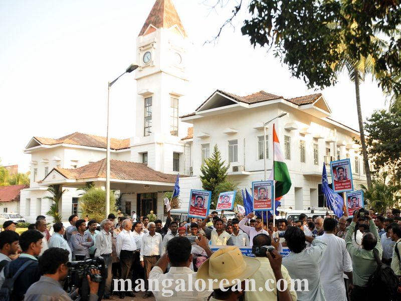 image016vinayaka-baliga-murder-case-protest-020160502-016