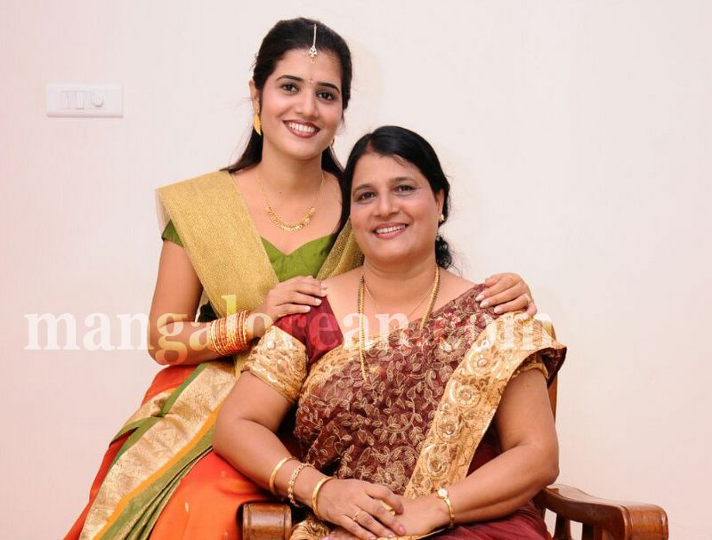 image019mother-daughter-look-alike-020160502-019