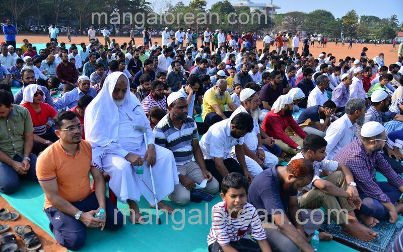 image019muslim-pray-rain-20160501-019