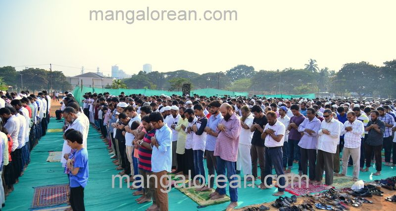 image020muslim-pray-rain-20160501-020