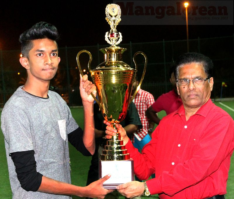 5. AVC's Stalin D'Cruz receiving the Seasons Takeaway Trophy from Fidelis Fernandes