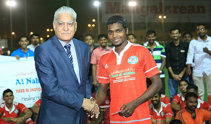 8. VK Vohra presenting a gold memento to the top scorer Jineesh