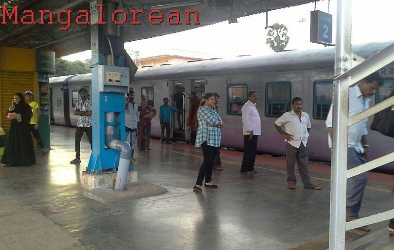 Delay-DEMU-Train-20160615