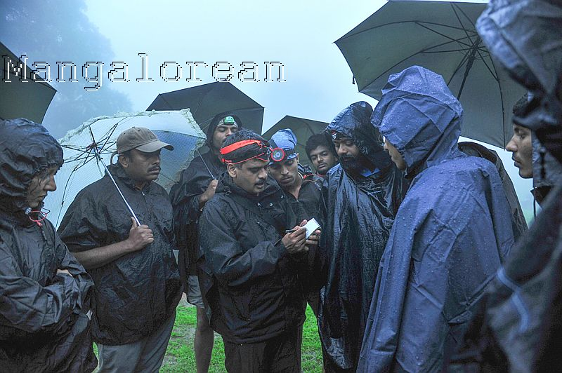 Field Instructions by Dr Gururaja- Photo by Vineeth Kumar K