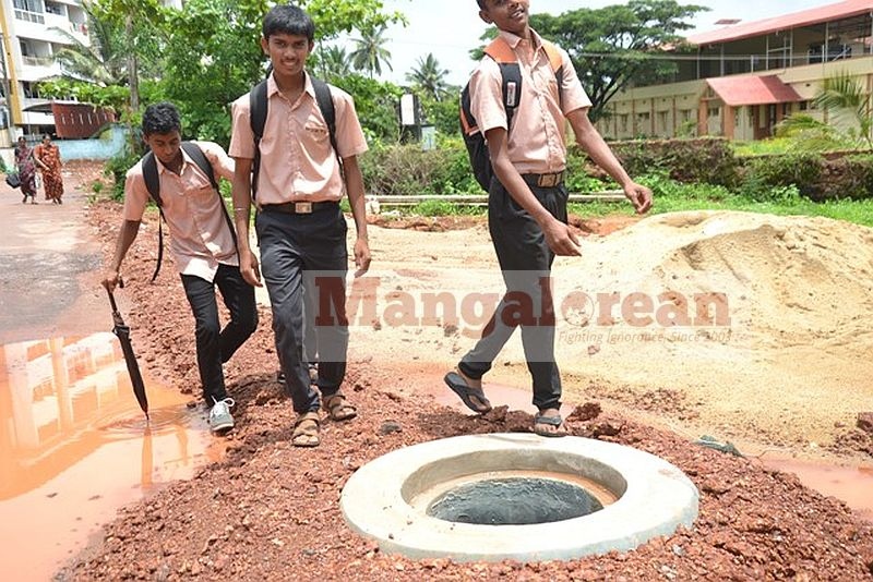 death-trap-open-manholes-pose-threat-to-lives (16)
