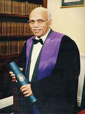 dr-b-m-hegde-receives-nayudamma-gold-medal-02