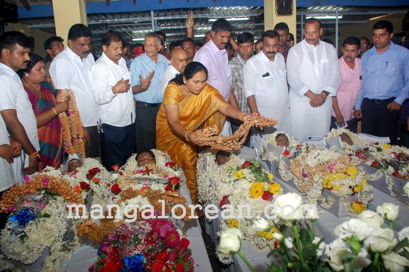 image001funeral-trasi-accident-victims-20160623-001