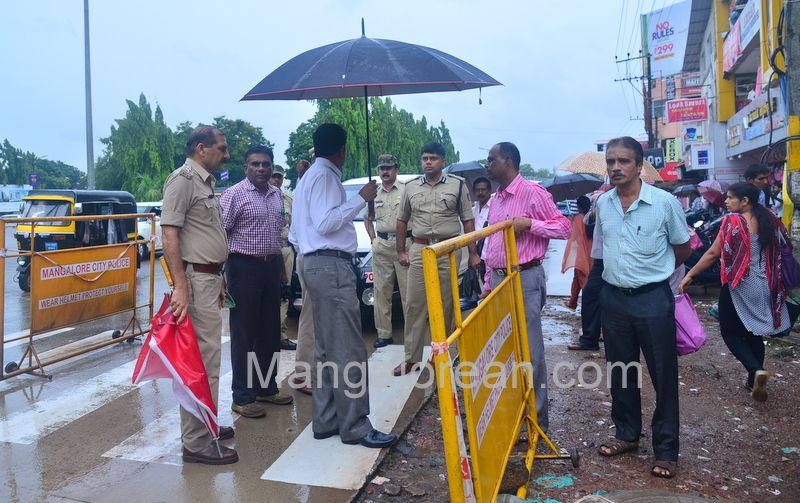 image001police-commissioner-chandra-sekhar-inspects-city-roads-20160622-001