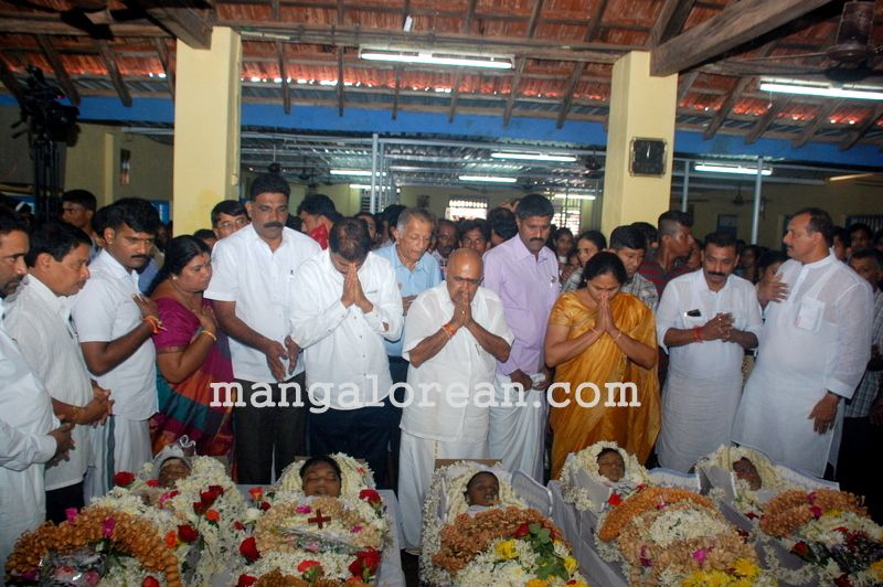 image002funeral-trasi-accident-victims-20160623-002