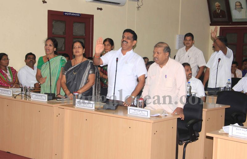 image002issue-of-street-light-maintenance-dominates-CMC-meeting-20160630