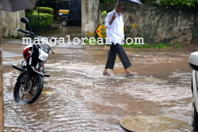 image002no-proper-drainage-streets-flooded-in-city-20160623-002