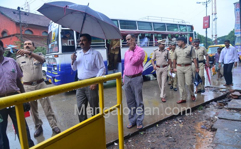 image002police-commissioner-chandra-sekhar-inspects-city-roads-20160622-002