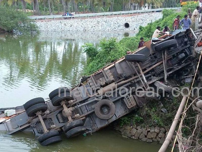image003cargo-truck-20160617-003
