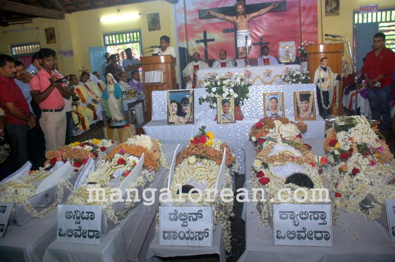 image003funeral-trasi-accident-victims-20160623-003