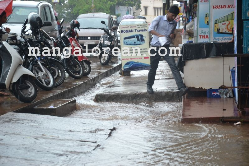 image003no-proper-drainage-streets-flooded-in-city-20160623-003
