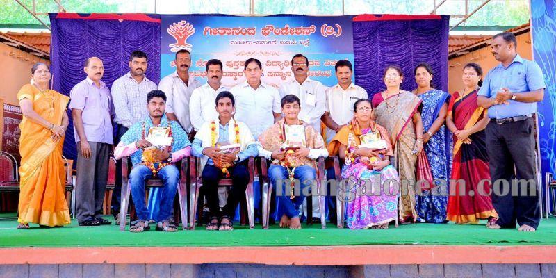 image004geethananda-foundation-book-distribution-20160601