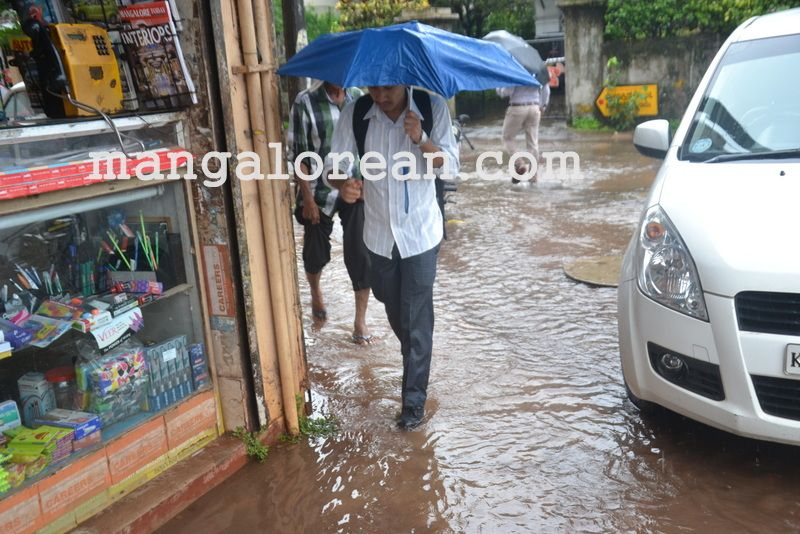 image004no-proper-drainage-streets-flooded-in-city-20160623-004