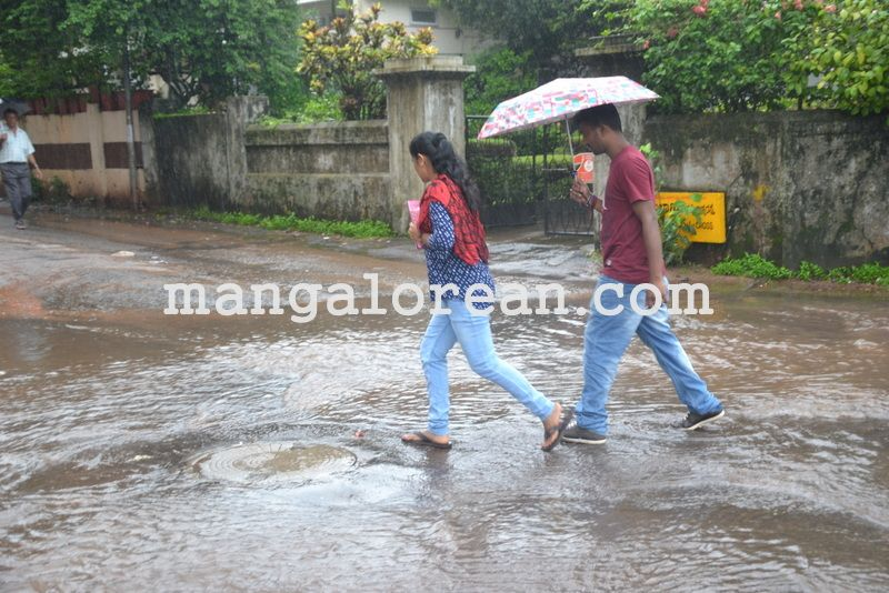 image005no-proper-drainage-streets-flooded-in-city-20160623-005