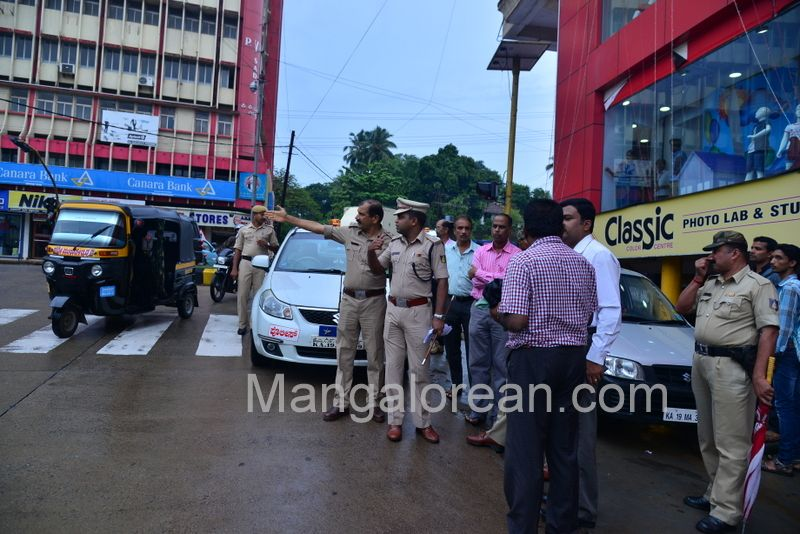 image005police-commissioner-chandra-sekhar-inspects-city-roads-20160622-005