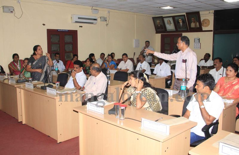 image006issue-of-street-light-maintenance-dominates-CMC-meeting-20160630