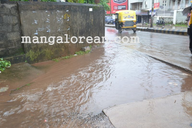 image006no-proper-drainage-streets-flooded-in-city-20160623-006