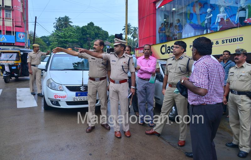 image006police-commissioner-chandra-sekhar-inspects-city-roads-20160622-006