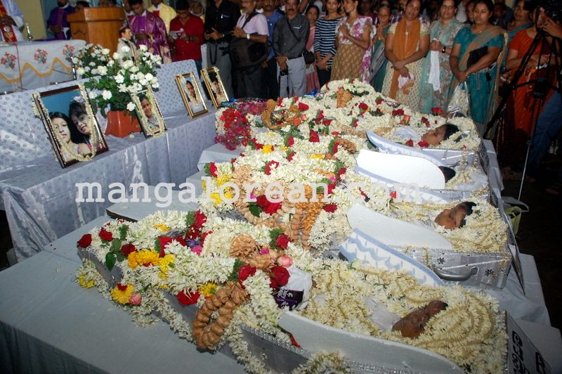 image007funeral-trasi-accident-victims-20160623-007
