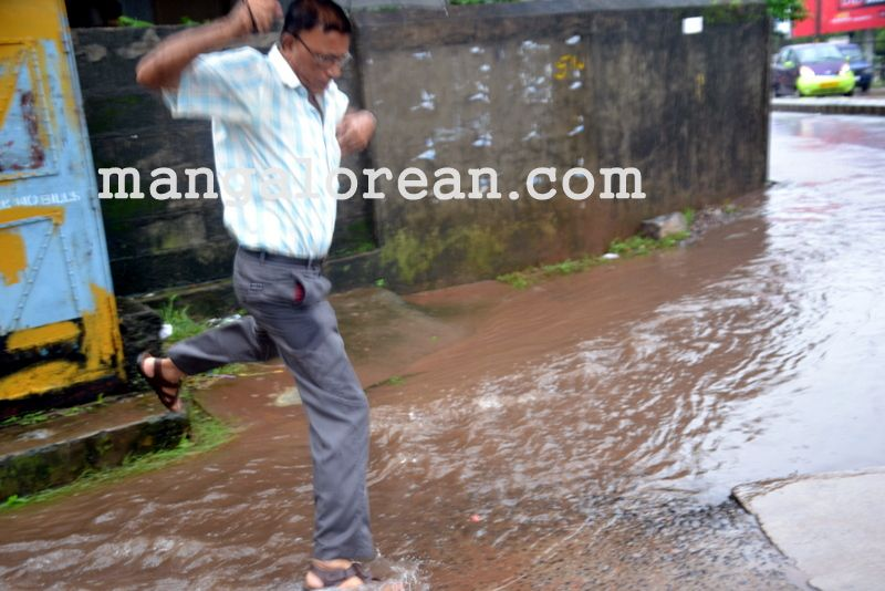 image007no-proper-drainage-streets-flooded-in-city-20160623-007