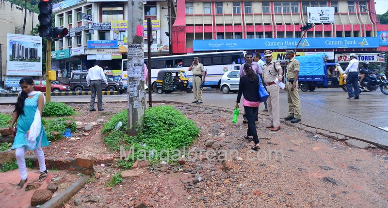 image007police-commissioner-chandra-sekhar-inspects-city-roads-20160622-007