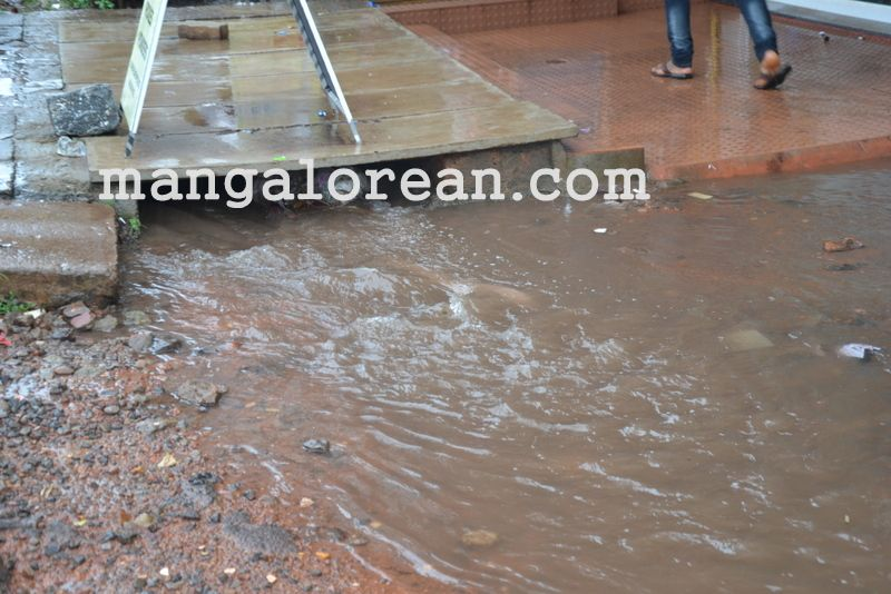 image008no-proper-drainage-streets-flooded-in-city-20160623-008