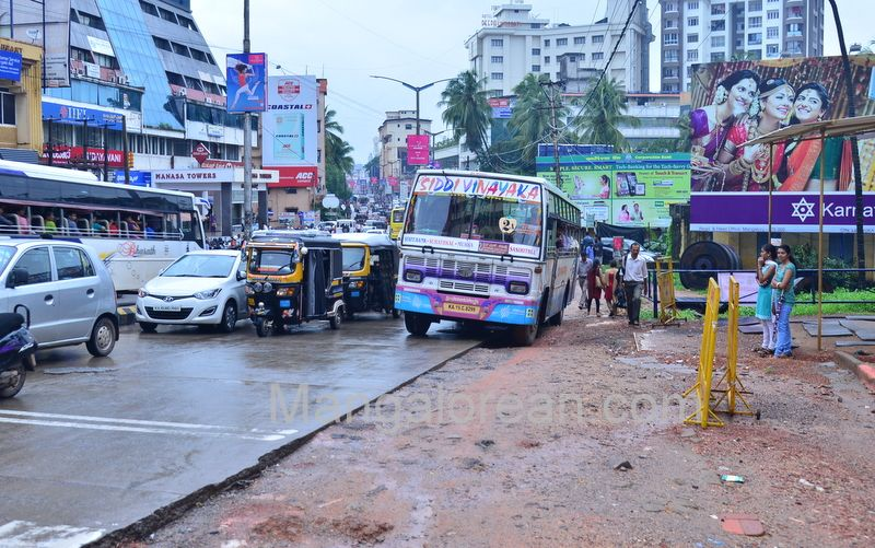 image010police-commissioner-chandra-sekhar-inspects-city-roads-20160622-010