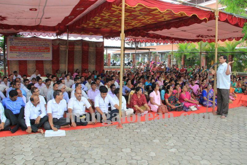 image011govt-staff-protest-udupi-20160602