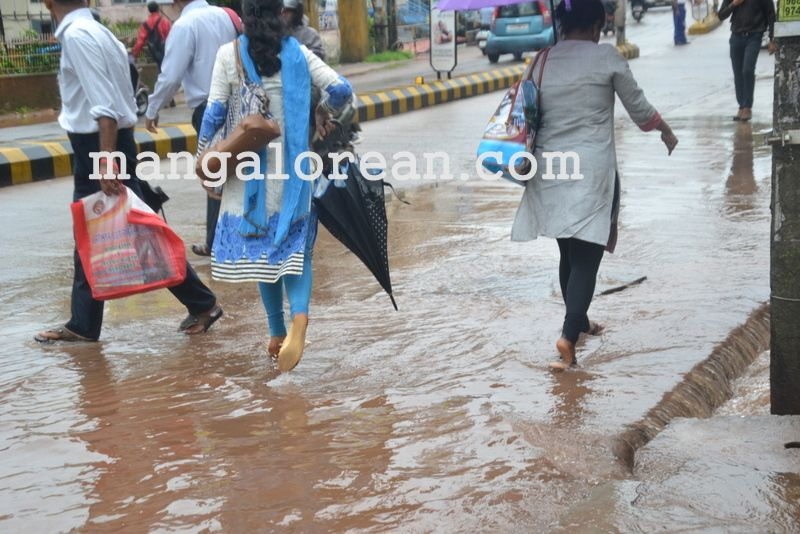 image011no-proper-drainage-streets-flooded-in-city-20160623-011