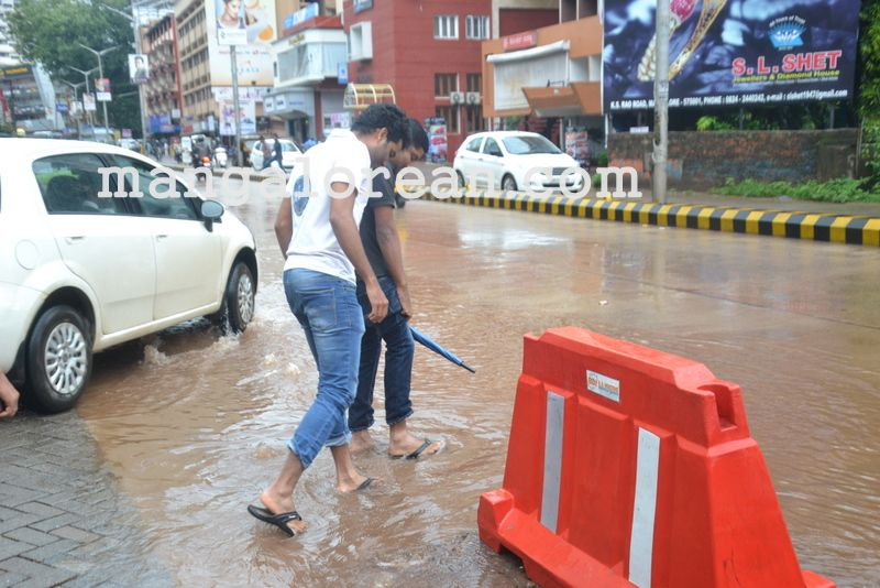 image012no-proper-drainage-streets-flooded-in-city-20160623-012