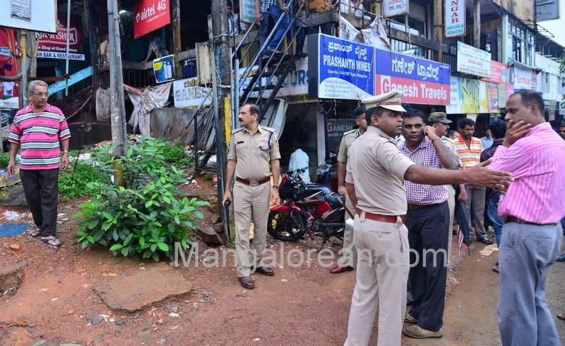 image012police-commissioner-chandra-sekhar-inspects-city-roads-20160622-012