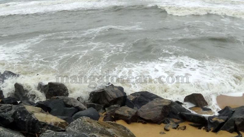 image012sea-erosion-threat- for- many- houses- in-udupi-district-20160629
