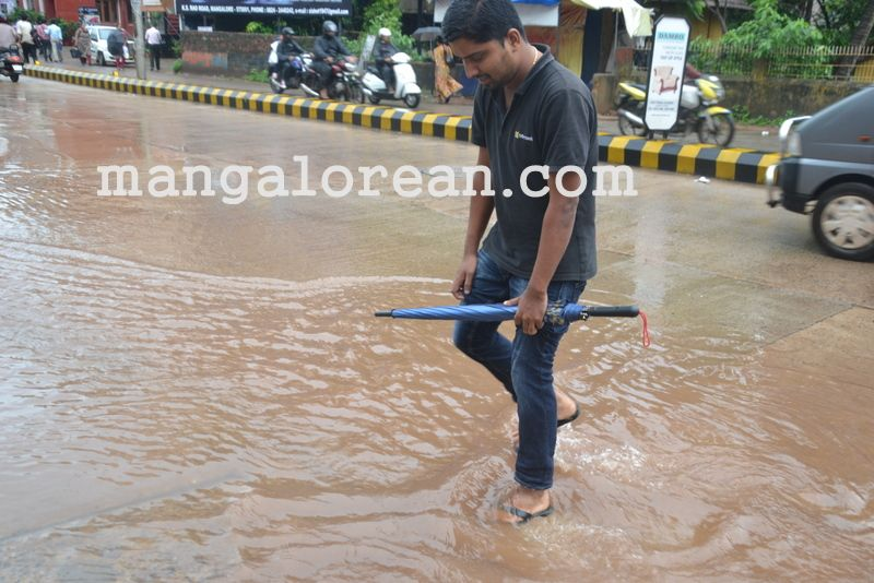 image013no-proper-drainage-streets-flooded-in-city-20160623-013