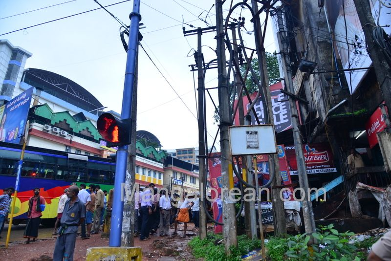 image013police-commissioner-chandra-sekhar-inspects-city-roads-20160622-013