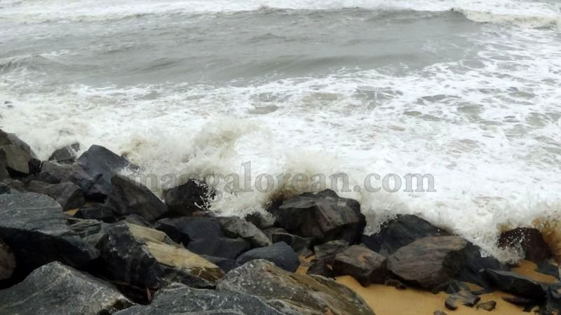 image013sea-erosion-threat- for- many- houses- in-udupi-district-20160629