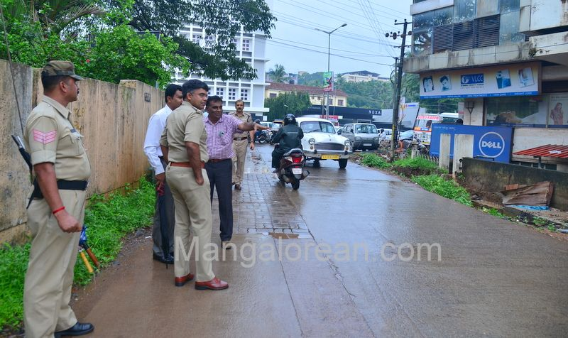 image014police-commissioner-chandra-sekhar-inspects-city-roads-20160622-014