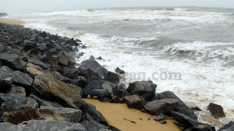 image014sea-erosion-threat- for- many- houses- in-udupi-district-20160629