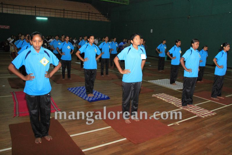 image014world-yoga-day-udupi-20160621