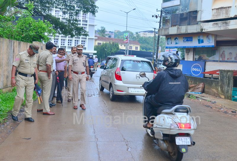 image015police-commissioner-chandra-sekhar-inspects-city-roads-20160622-015