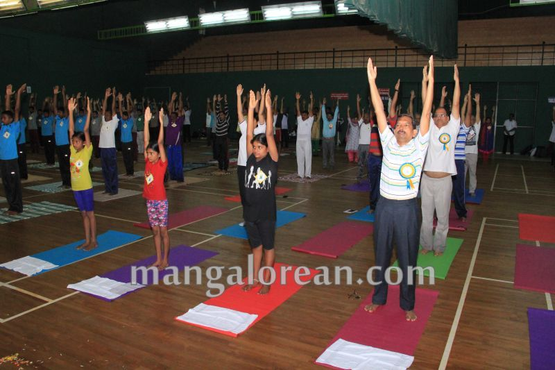 image015world-yoga-day-udupi-20160621