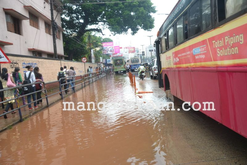 image016no-proper-drainage-streets-flooded-in-city-20160623-016