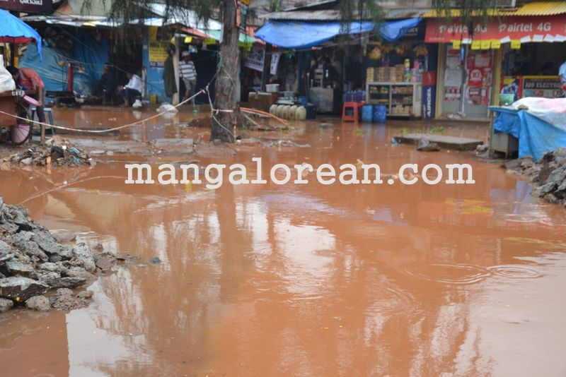 image017no-proper-drainage-streets-flooded-in-city-20160623-017